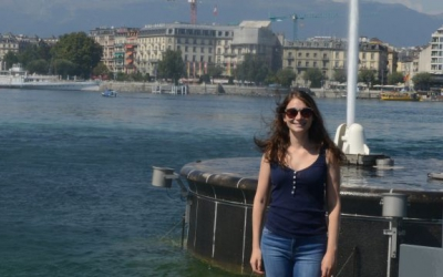 Firouzeh Mitchell, student in the Geneva Academy's Master in Transitional Justice, in front of the Jet d'Eau